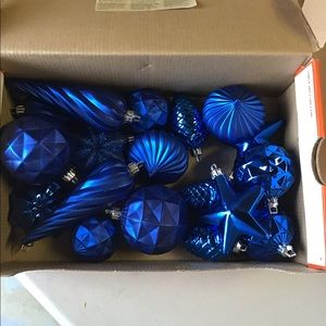 18 Blue Christmas Ornaments